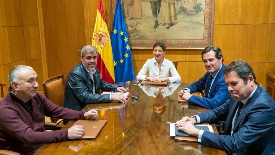 Imatge d'arxiu d'una reunió de negociació entre el govern espanyol, els sindicats i l'empresariat
