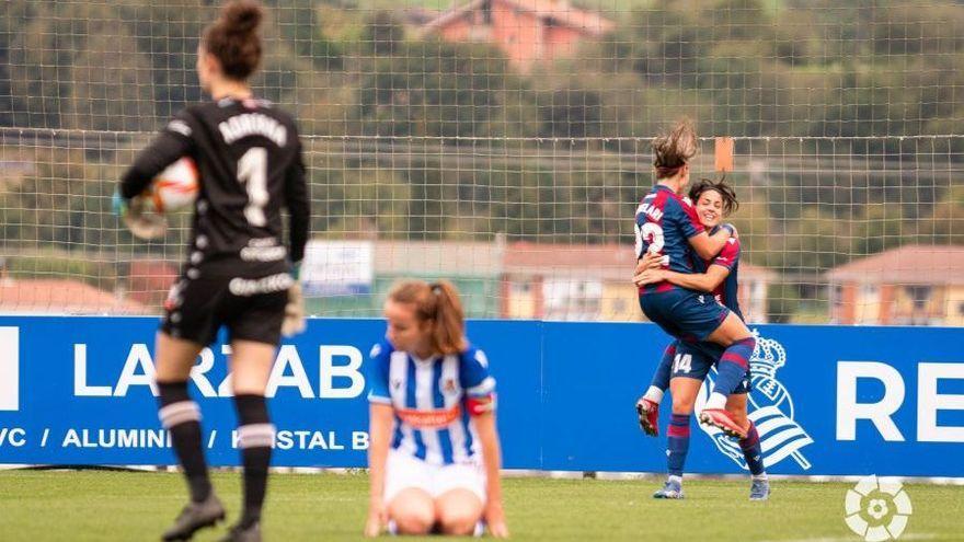 Carol i Giovanna celebren el gol de la victòria