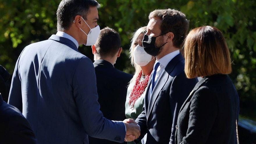 Pedro Sánchez i Pablo Casado en l'entrega del Premi Europeu Carles V