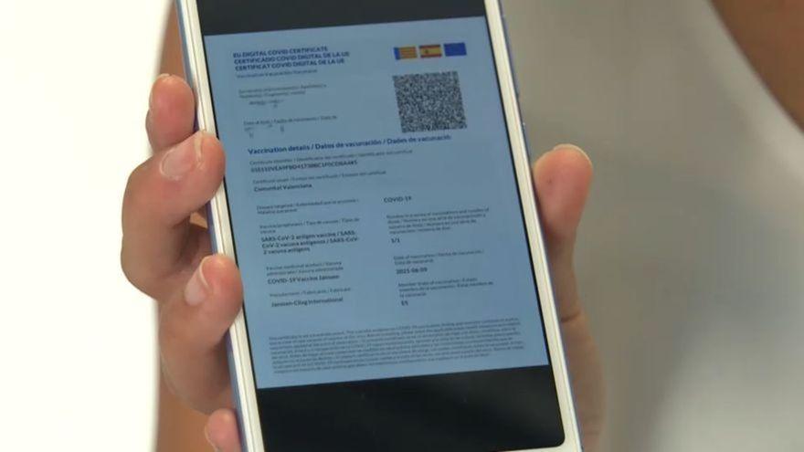 Una imatge d'arxiu del certificat Covid al mòbil
