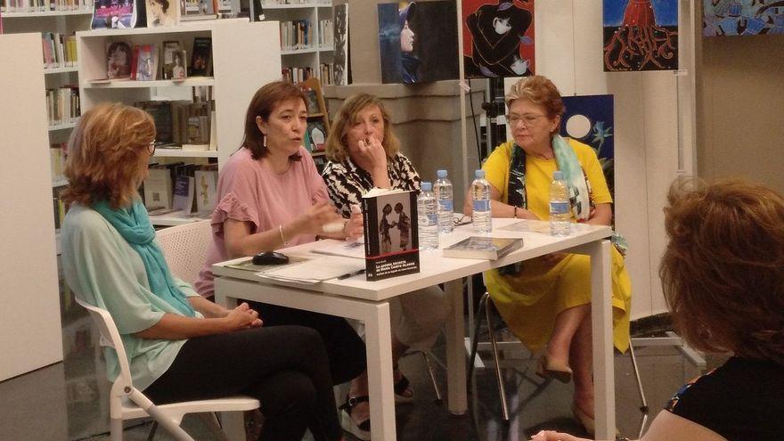 Imatge d'arxiu d'un acte amb dones escriptores