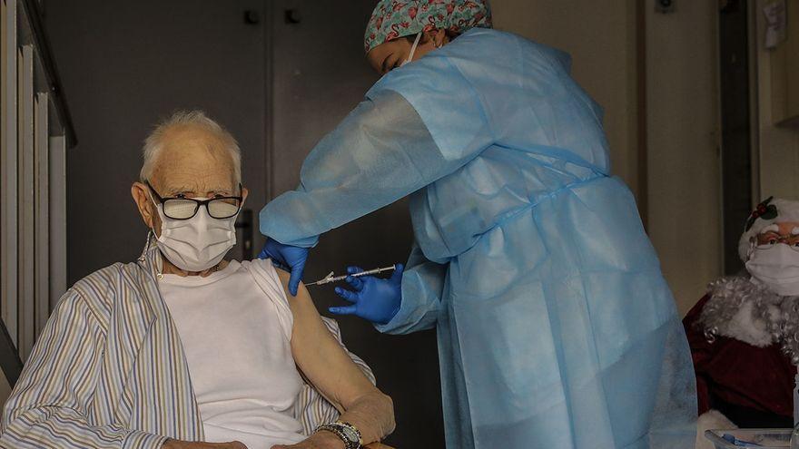 Batiste Martí, de 81 anys, va ser la primera persona que va rebre la vacuna contra la Covid-19 a la Comunitat Valenciana