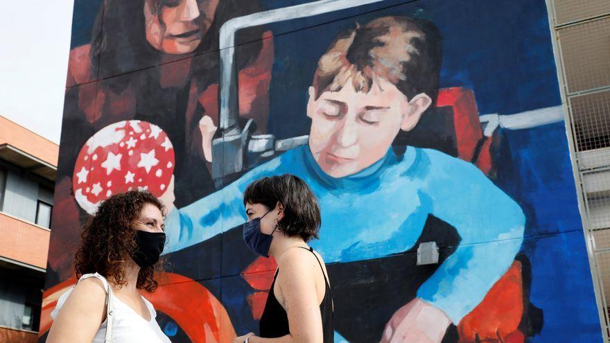 Mural dedicat a la científica Elena García Armada, creadora del primer exoesquelet biònic del món per a xiquets