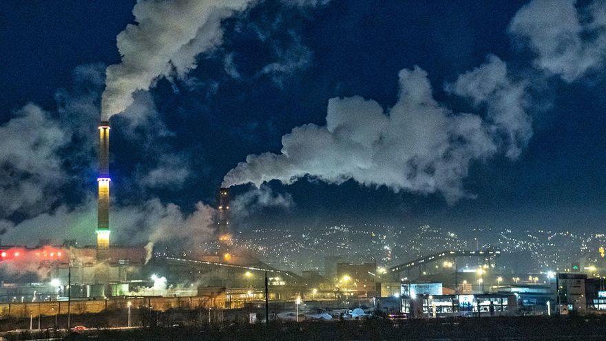 Les emsiones de carboni de les plantes d'energia contribueixen a l'escalfament del planeta. Ulan Bator, Mongòlia