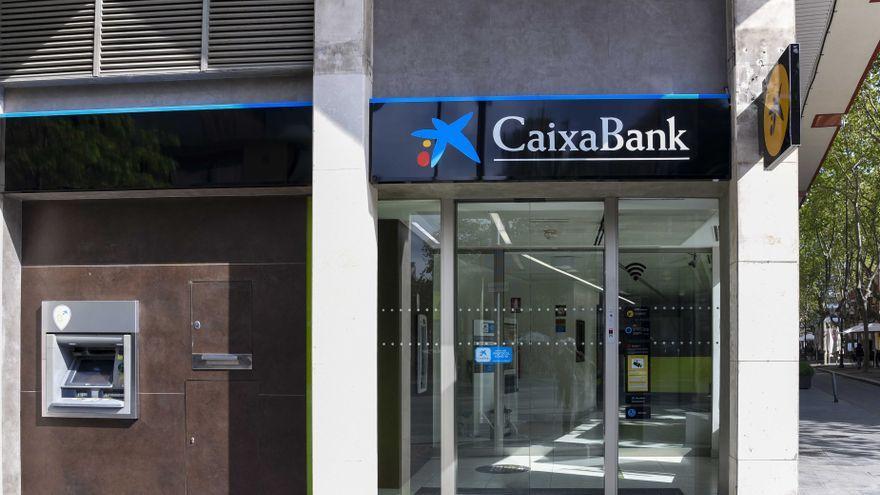 Imatge d'arxiu d'una oficina de CaixaBank