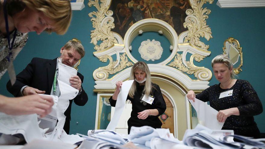 Recompte de vots en un col·legi electoral de Moscou