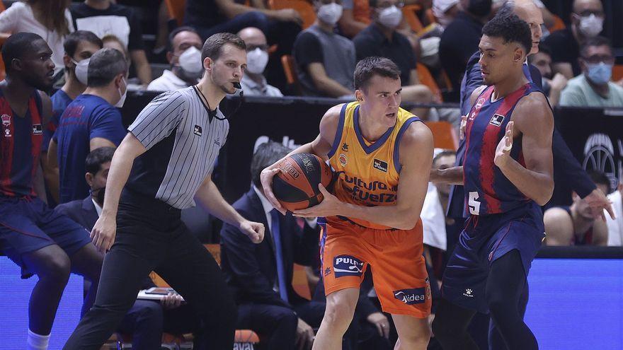 Nenad Dimitrijević ha debutat com a jugador taronja
