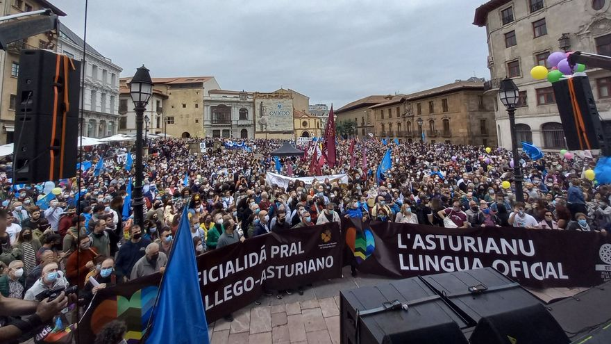 Manifestació per l'oficialitat de l'asturià celebrada a Oviedo