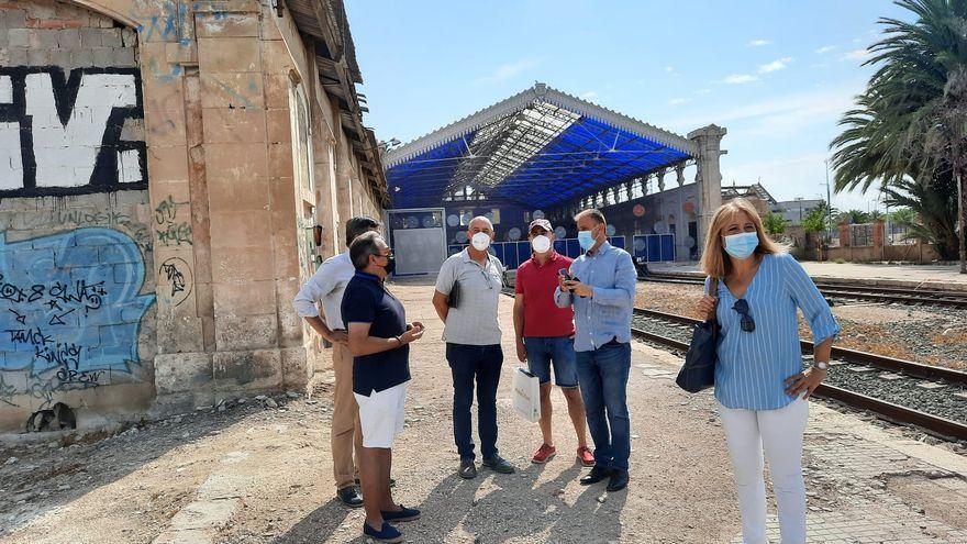 Baldoví s'ha reunit amb representants de l'Associació Veïnal Parc de la Mar i el portaveu de Compromís a l'Ajuntament d'Alacant, Natxo Bellido