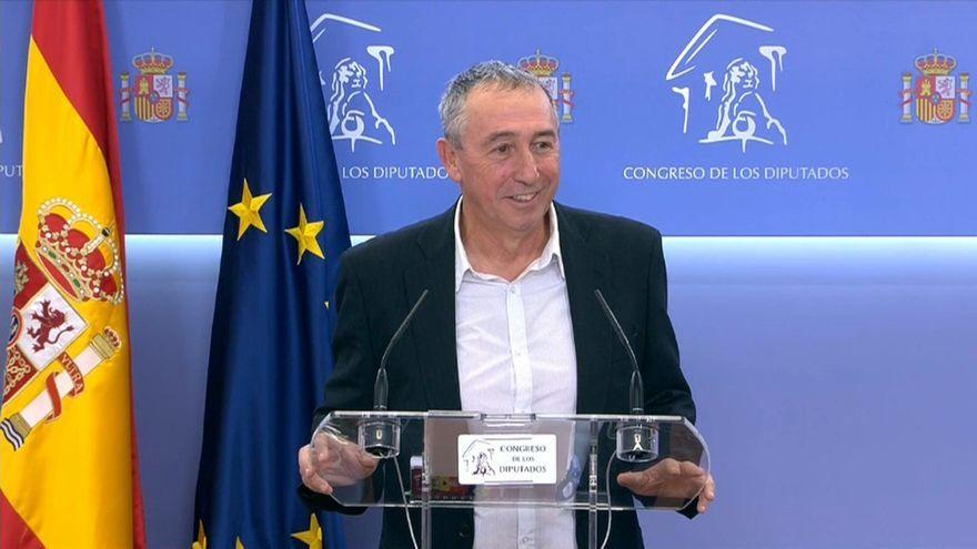 El diputat de Més Compromís, Joan Baldoví, compareix davant els mitjans de comunicació.