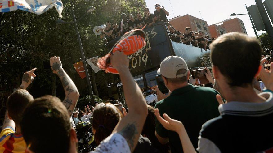El València celebra la Copa amb una rua