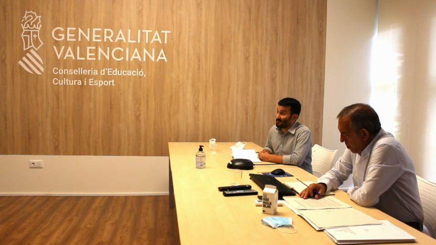 El conseller d'Educació, Vicent Marzà, i el secretari autonòmic, Miquel Soler, en la reunió d'aquest divendres