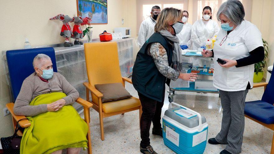 Vacunació en una residència de Torrent