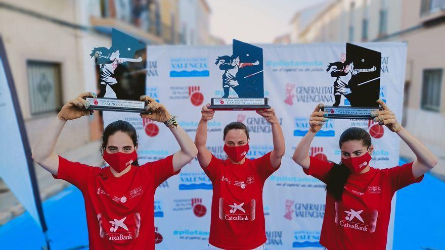L'equip de Bicorb, amb el trofeu de campiones de la lliga de raspall