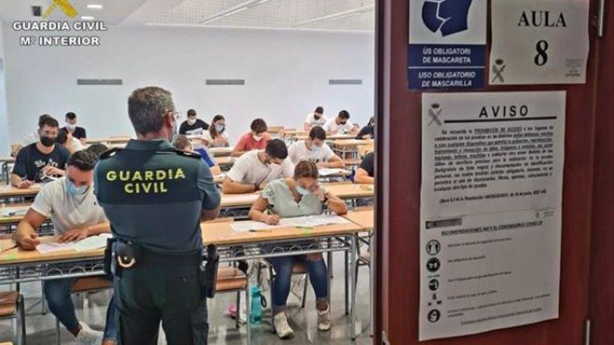 Imatge d'arxiu d'un examen d'oposició de la Guàrdia Civil