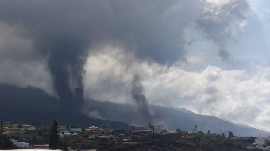 Foto de les boques eruptives del volcà Cumbre Vieja de La Palma