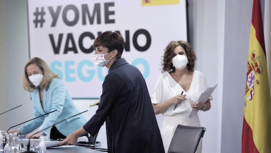 Nadia Calviño, Isabel Rodríguez i María Jesús Montero a la seua arribada a roda de premsa posterior al Consell de Ministres