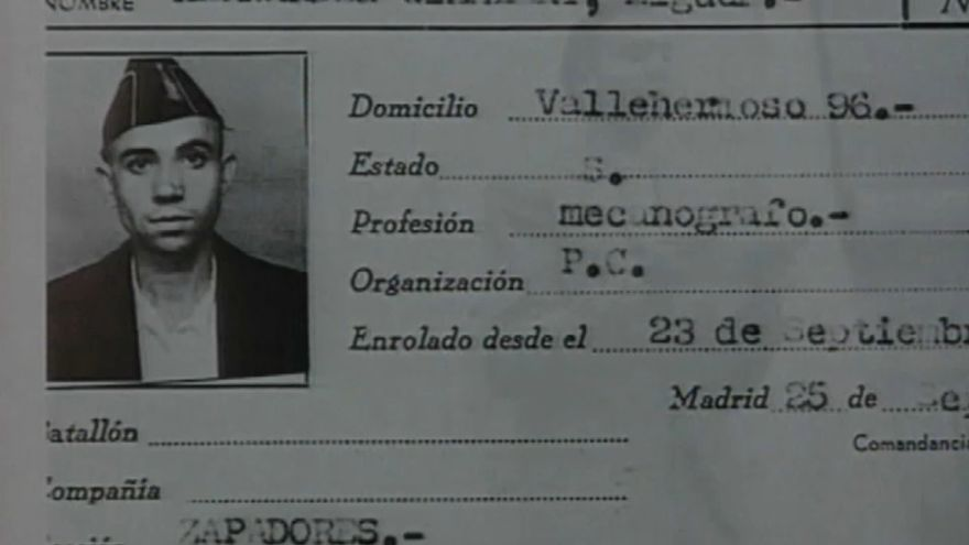 El poeta oriolà Miguel Hernández en un document del règim franquista