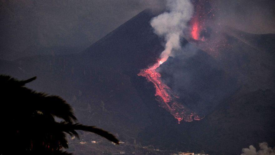 El volcà Cumbre Vieja ha començat novament a expulsar lava entre explosions intermitents