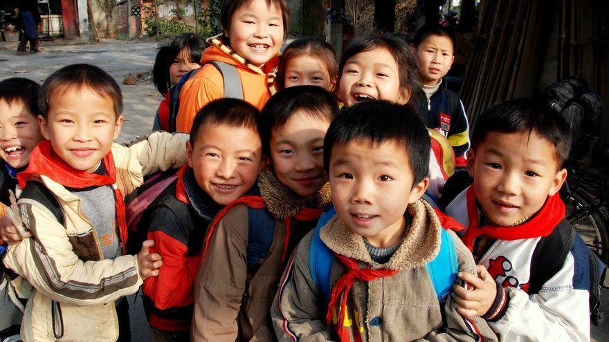 Un grup de xiquets juga a la Xina