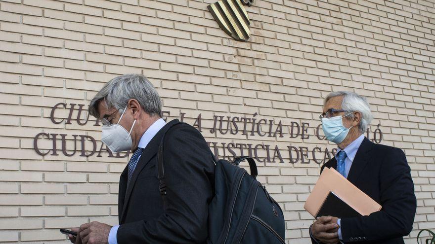 El que va ser president d'Escal UGS, Recaredo del Potro, i el conseller delegat, Martínez Dalmau, en l'arribada a l'Audiència Provincial de Castelló