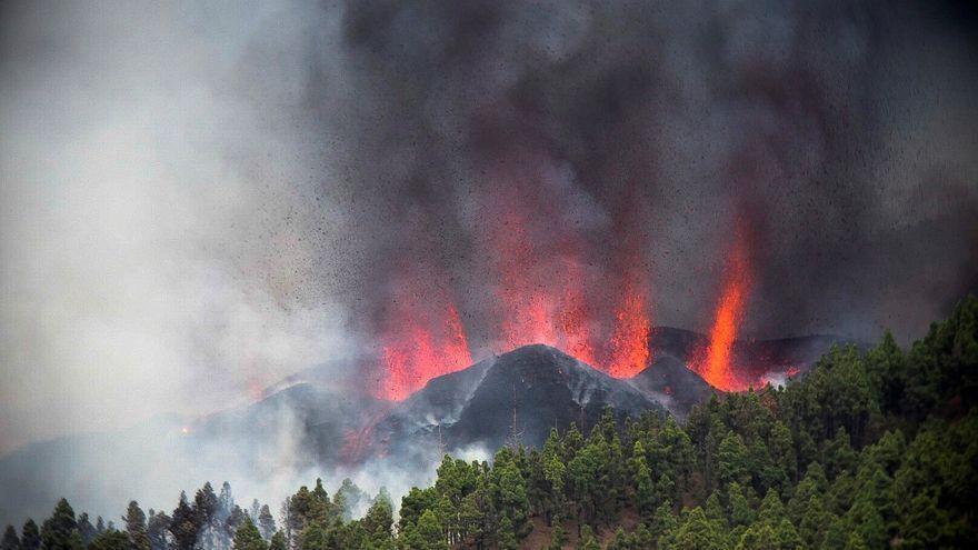 Moment de l'erupció volcànica a La Palma