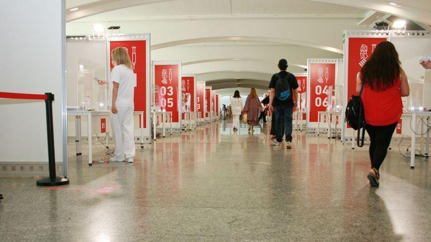 Centre de vacunació instal·lat a la Ciutat de les Arts i les Ciències de València