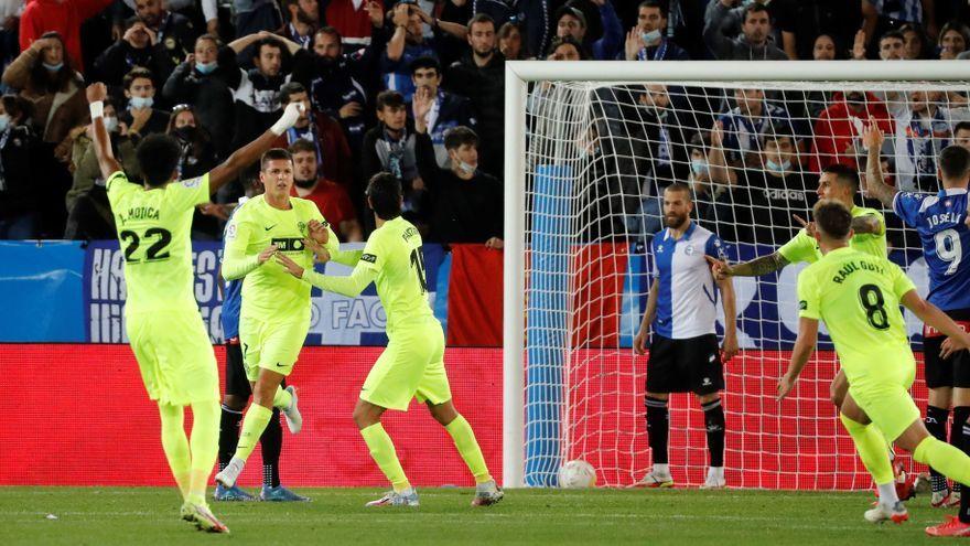 Els jugadors celebren el gol de Carrillo, que seria anul·lat posteriorment