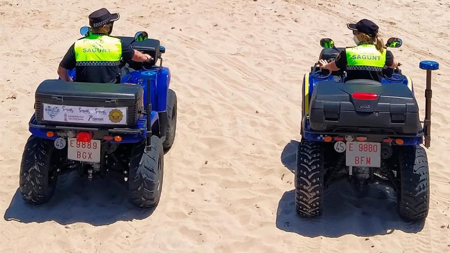 Dos agents de la Policia Local de Sagunt, en una imatge d'arxiu