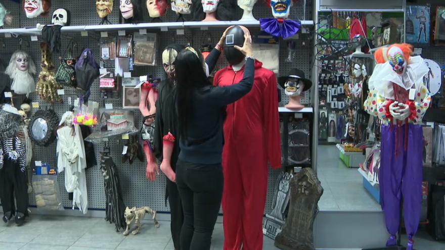 La disfressa de la popular sèrie en la botiga Pirovila de Vila-real