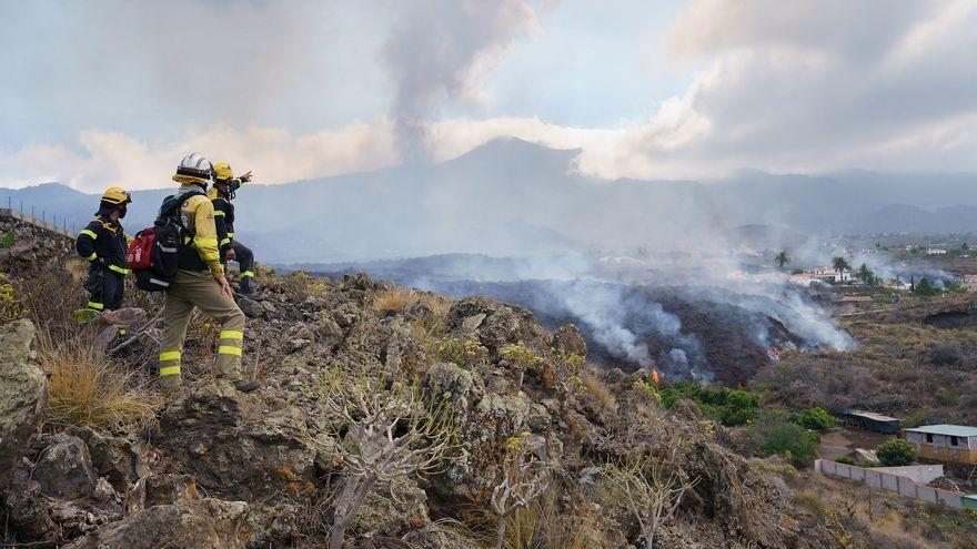 Una colada de lava es desplaça pel barri de Todoque, on els veïns estan sent desallotjats