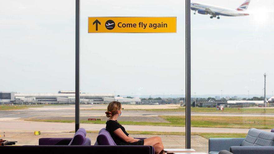 Un avió s'enlaira de l'aeroport de Heathrow, a Londres