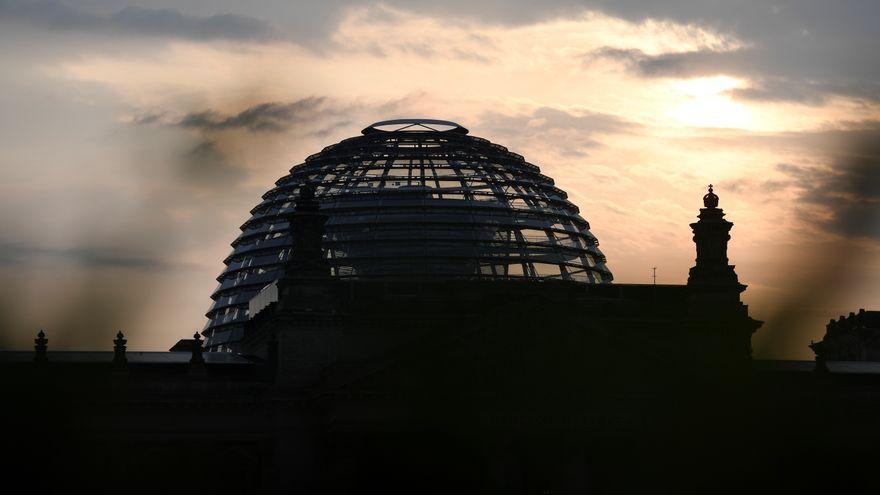 El núvols envolten el Parlament alemany a Berlín l'endemà de les eleccions lesgislatives