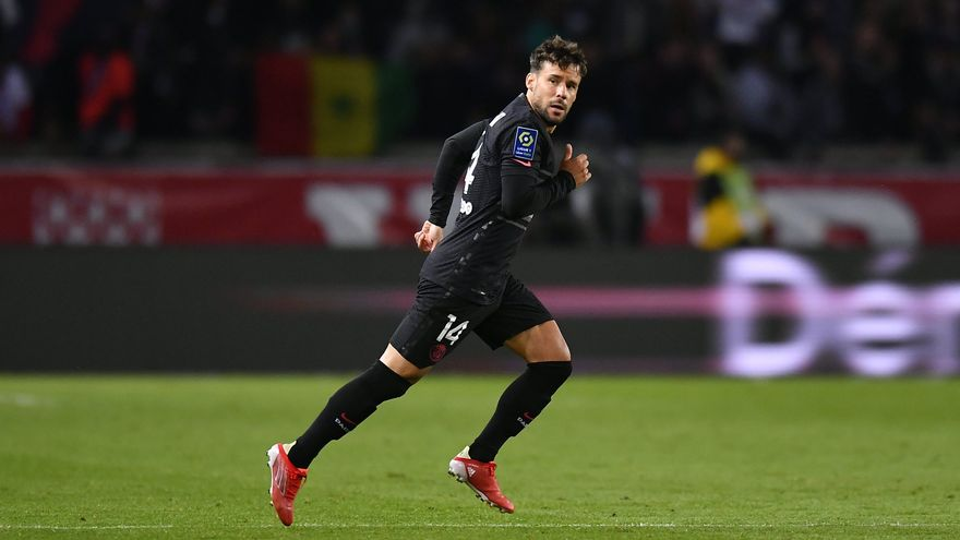 Juan Bernat, durant el partit contra l'Angers