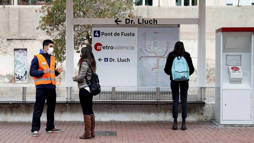 Imatges d'estudiants al metro de València