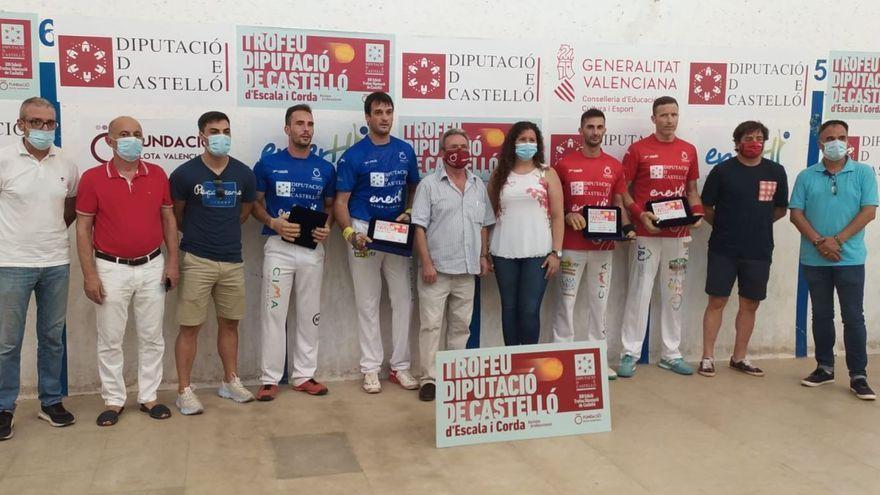 Els campions i els subcampions, amb el premi