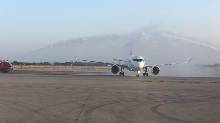 Imatge d'arxiu d'un avió a punt d'enlairar-se a l'aeroport d'Alacant