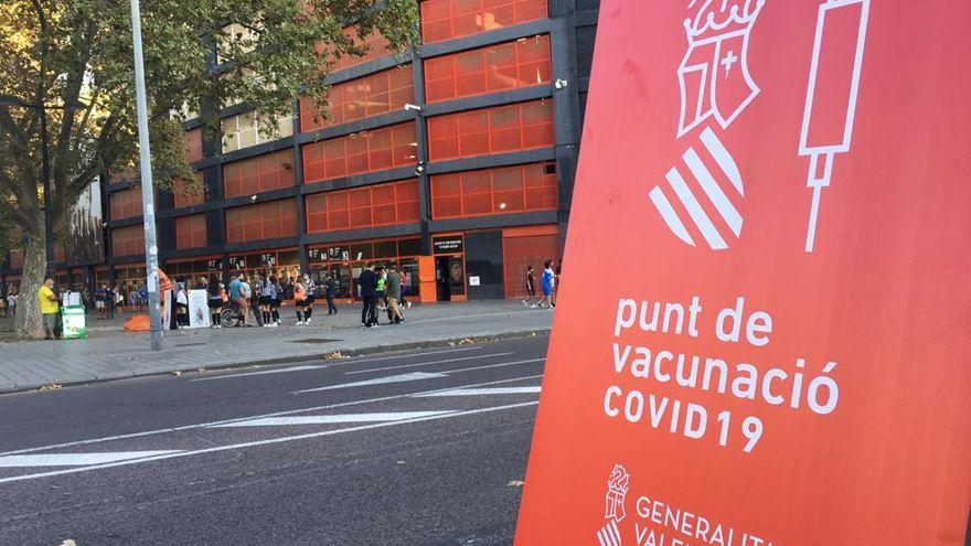 Punt de vacunació Covid al costat de Mestalla