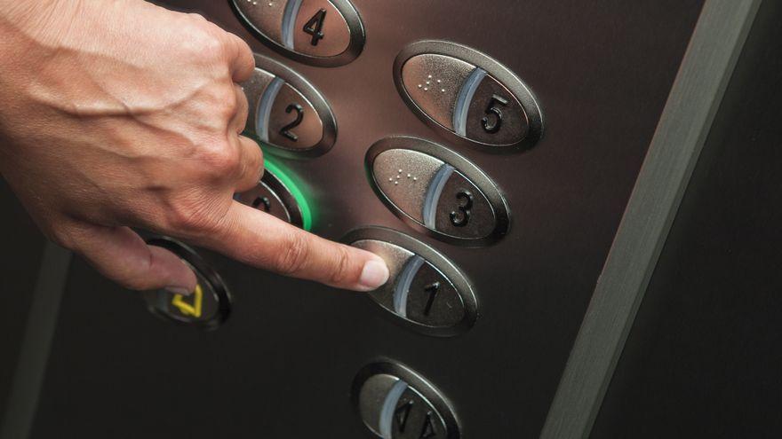 Imatge d'arxiu a l'interior d'un ascensor