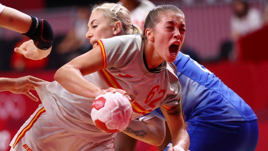 La petrerina Paula Arcos, durant una acció del partit contra el Comité Olímpic Rus