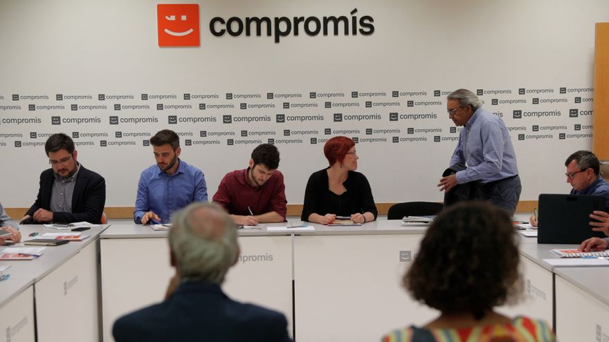 La comissió negociadora, a la seu de Compromís