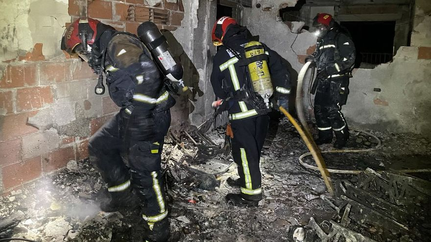 Actuació dels bombers en l'incendi de Benicàssim