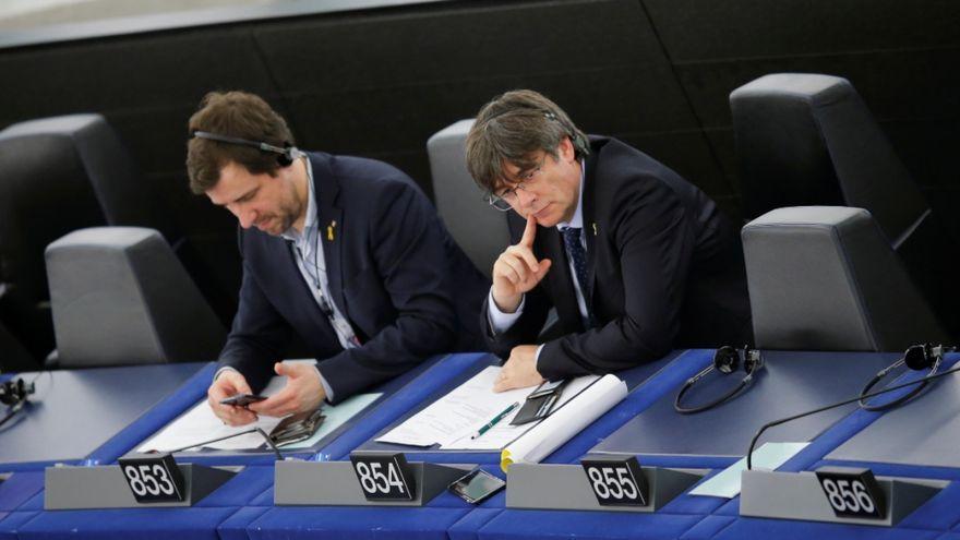 Els eurodiputats Toni Comín i Carles Puigdemont, al Parlament Europeu, a Estrasburg