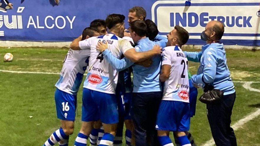 Els jugadors de l'Alcoià celebren un gol contra l'UCAM Múrcia