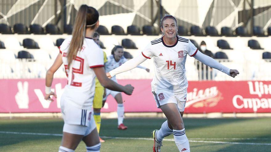 Alexia Putellas celebra el segon gol d'Espanya