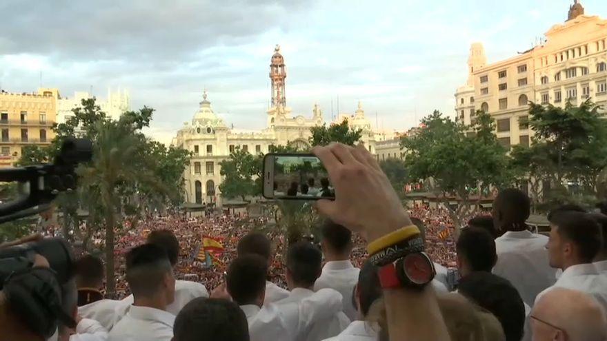 Celebració del València CF al balcó de l'Ajuntament de València.