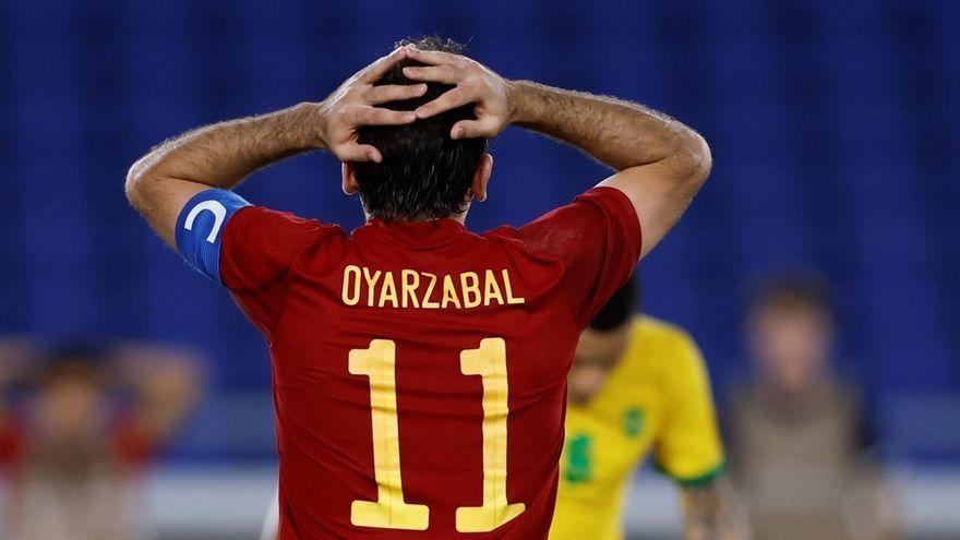 La selecció espanyola de futbol perd l'or contra el Brasil
