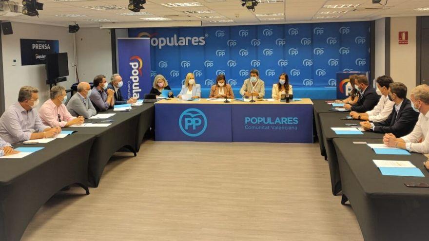 Reunió de Mazón amb els diputats al Congrés i senadors del PP a la Comunitat Valenciana