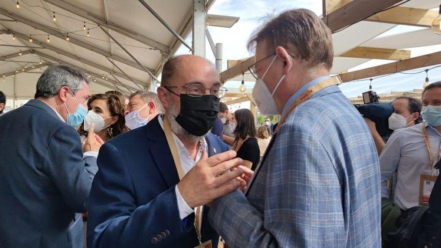 Javier Lambán amb Ximo Puig, en el 40 Congrés Federal del PSOE