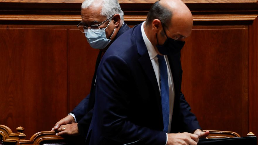 El primer ministre portugués Antonio Costa i el ministre d'Economia Pedro Siza Vieira durant el debat de pressupostos